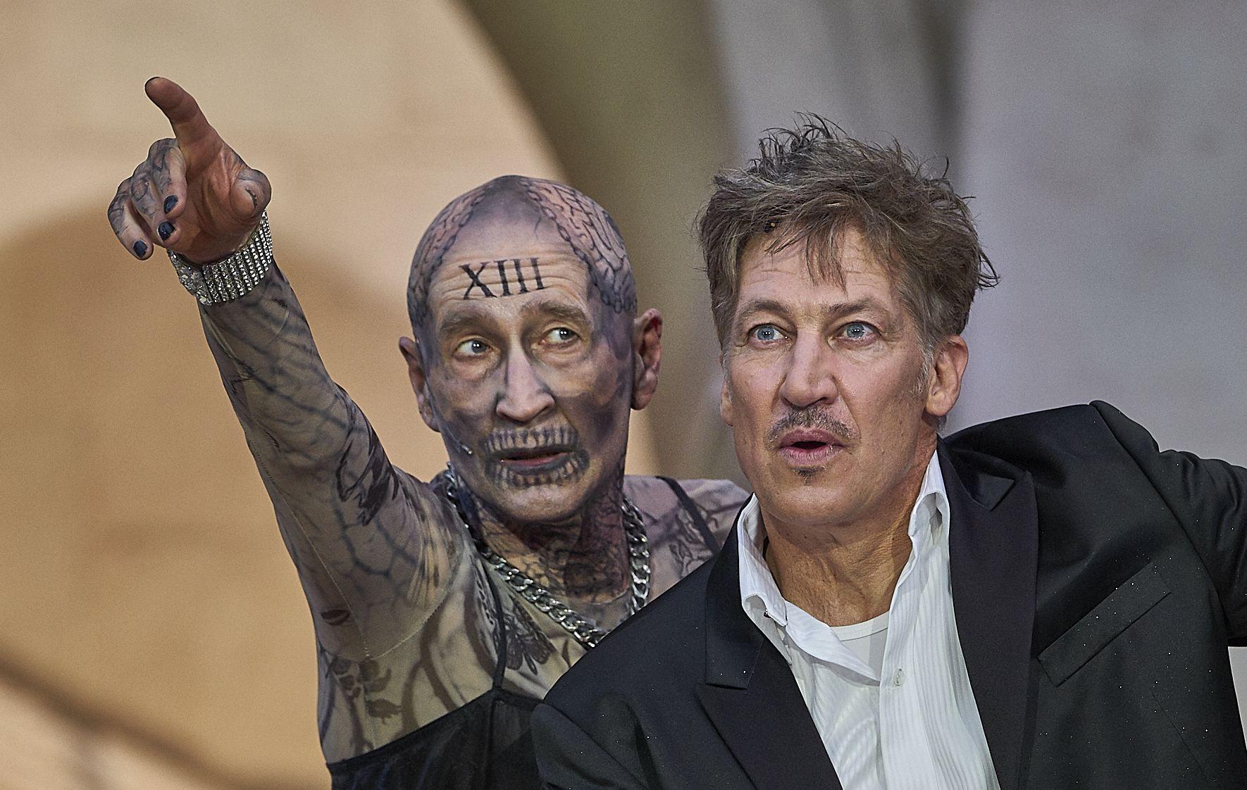 Peter Lohmeyer (l.) als Tod und Tobias Moretti (r.) als Jedermann