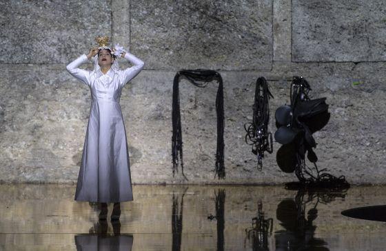 Oper Salome 2018 bei den Salzburger Festspielen in der Felsenreitschule. In der Titelrolle Sängerin Asmik Grigorian als Salome