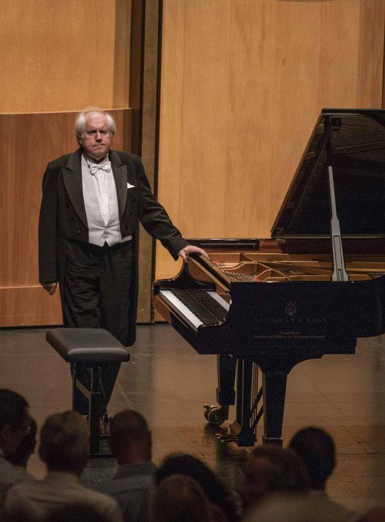 Grigory Sokolov piano player Grosses Festspielhaus concert Salzburger Festspiele
