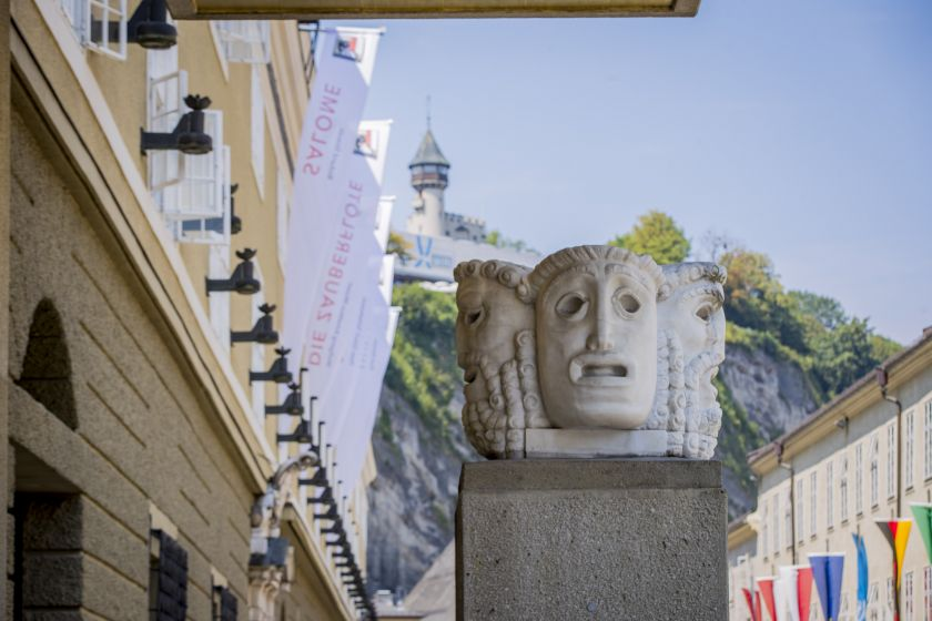 Salzburger Festspiele Hofstallgasse Maskensäule
