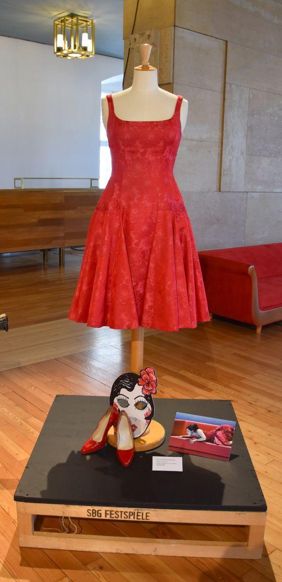 Kleid Anna Netrebko Ausstellung Grosses Welttheater 100 Jahre Salzburger Festspiele