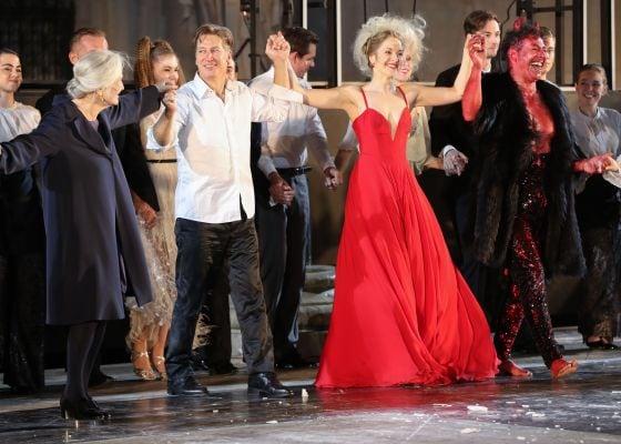Schlussapplaus Edith Clever Gregor Bloéb Valery Tscheplanowa Tobias Moretti Jedermann Salzburger Festspiele 2019
