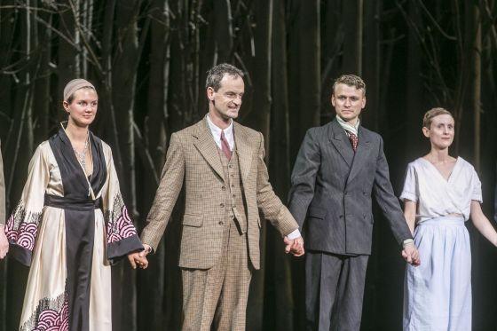 Schlussapplaus: Alina Stiegler, Jörg Hartmann, Laurenz Laufenberg, Veronika Bachfischer Jugend ohne Gott Salzburger Festspiele 2019