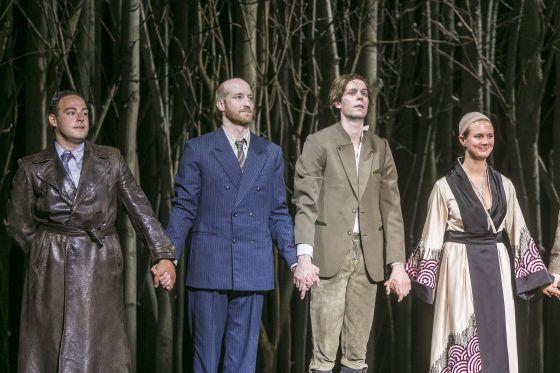 Schlussapplaus: Damir Avdic, Lukas Turtur, Moritz Gottwald, Alina Stiegler Jugend ohne Gott Salzburger Festspiele 2019