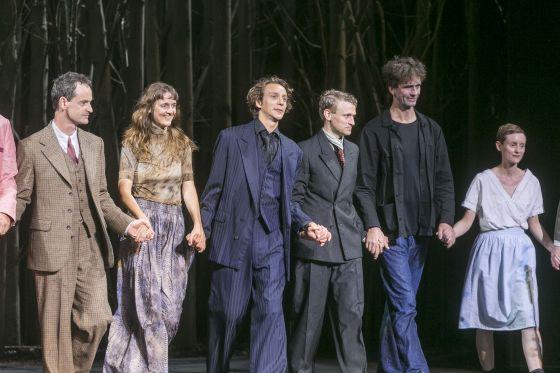 Jörg Hartmann, Jan Pappelbaum, Bernardo Arias Porras, Angelika Götz, Veronika Bachfischer, Laurenz Laufenberg Jugend ohne Gott Salzburger Festspiele 2019