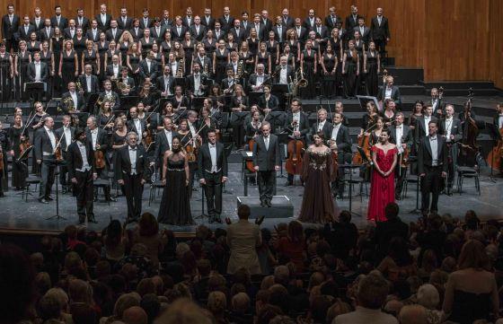 Luisa Miller Salzburger Festspiele 2019: Auftrittsapplaus für das Ensemble von Luisa Miller