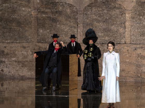 Salome Salzburger Festspiele 2019: John Daszak (Herodes), Anna Maria Chiuri (Herodias), Asmik Grigorian (Salome)