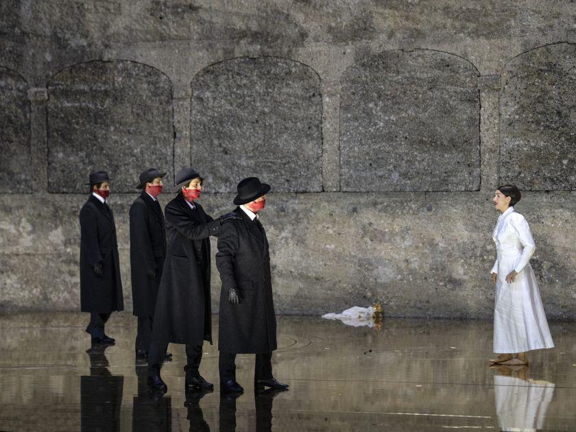 Salome Salzburger Festspiele 2019: Peter Kellner (Erster Soldat), Dashon Burton (Zweiter Soldat), Christina Bock (Ein Page der Herodias), Julian Prégardien (Narraboth)