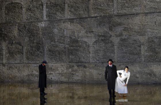 Salome Salzburger Festspiele 2019: Christina Bock (Ein Page der Herodias), Julian Prégardien (Narraboth), Asmik Grigorian (Salome)