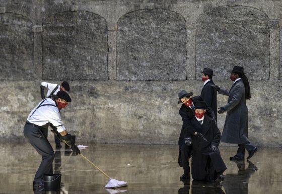Salome Salzburger Festspiele 2019: Christina Bock (Ein Page der Herodias), Julian Prégardien (Narraboth), Peter Kellner (Erster Soldat), Dashon Burton (Zweiter Soldat)