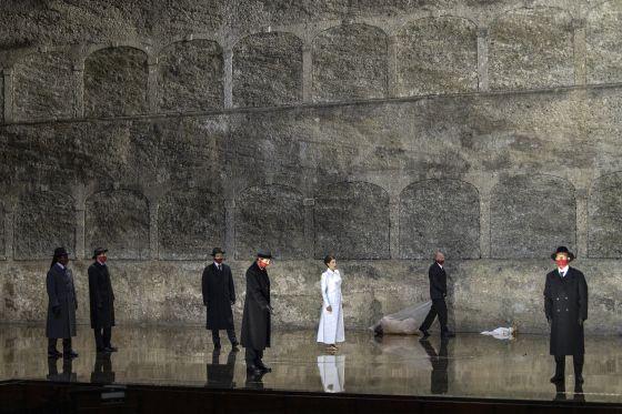 Salome Salzburger Festspiele 2019: Dashon Burton (Zweiter Soldat), Peter Kellner (Erster Soldat), Thomas Bennett (Ein Cappadocier), Christina Bock (Ein Page der Herodias), Asmik Grigorian (Salome), Julian Prégardien (Narraboth)