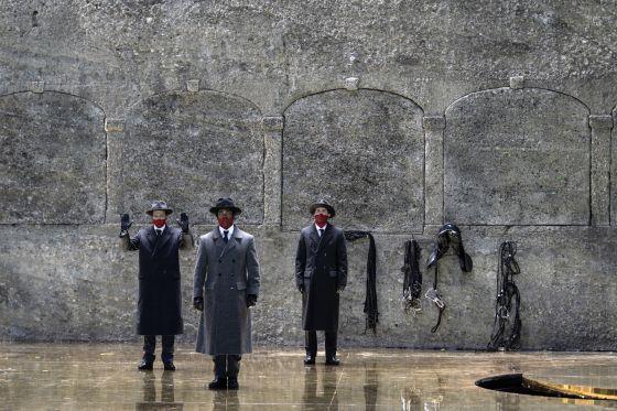 Salome Salzburger Festspiele 2019: Peter Kellner (Erster Soldat), Dashon Burton (Zweiter Soldat), Thomas Bennett (Ein Cappadocier)
