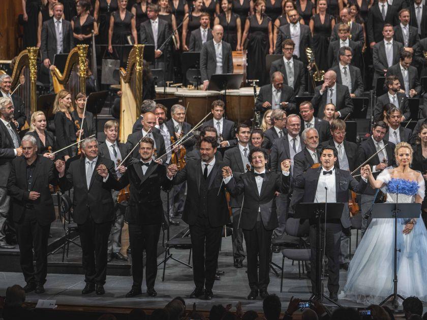 La Damnation de Faust 2021: Vienna Philharmonic, Wolfgang Götz (Chorus Master), Concert Association of the Vienna State Opera Chorus, Ernst Raffelsberger (Chorus Master), Peter Kellner (Brander), Ildar Abdrazakov (Méphistophélès), Alain Altinoglu (Conductor), Charles Castronovo (Faust), Elīna Garanča (Marguerite)