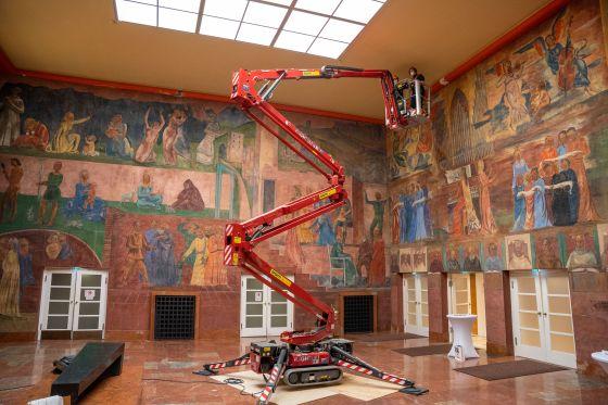 Restauratorische Wartung der Wandbilder im Faistauer-Foyer