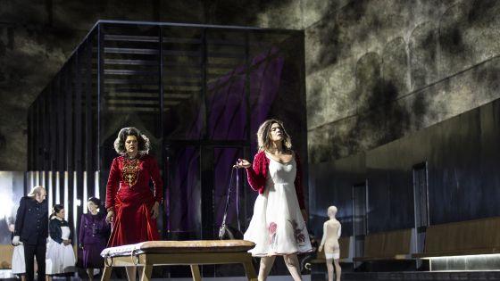 Elektra 2021: Tanja Ariane Baumgartner (Klytämnestra), Ausrine Stundyte (Elektra), Ensemble