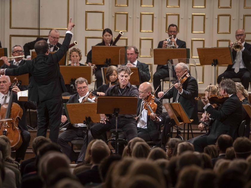Missa in tempore belli – Mozart-Matinee Minasi 2021: Riccardo Minasi (Dirigent), Tobias Moretti (Sprecher), Mozarteumorchester Salzburg