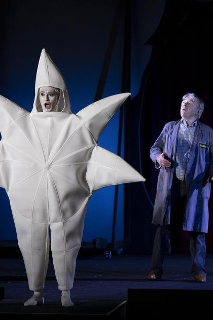 Vom Stern, der nicht leuchten konnte 2021: Miriam Kutrowatz (Star), Branko Samarovski (Mr Alfred)