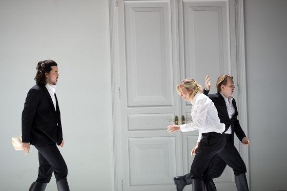Così fan tutte 2021: Andrè Schuen (Guglielmo), Elsa Dreisig (Fiordiligi), Bogdan Volkov (Ferrando)