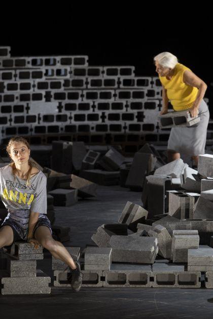 Das Bergwerk zu Falun 2021: Lea Ruckpaul (Anna/Der Knabe Agmahd), Hildegard Schmahl (Fischerin/Ilsebill/Großmutter), Marcel Kohler (Elis Fröbom)