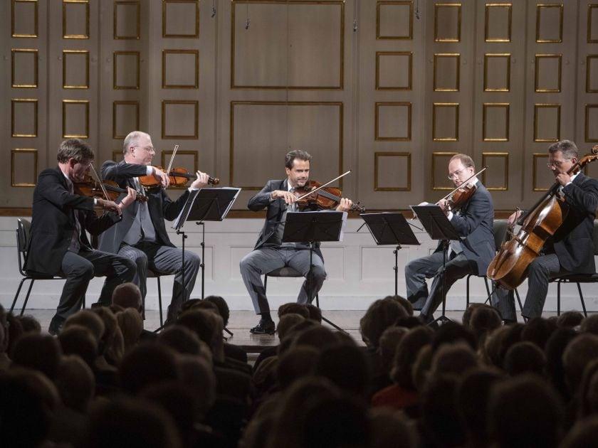 Chamber Concert Wiener Philharmoniker 2021: Volkhard Steude (Violin), Holger Tautscher-Groh (Violin), Elmar Landerer (Viola), Tilman Kühn (Viola Bruckner), Wolfgang Härtel (Violoncello)