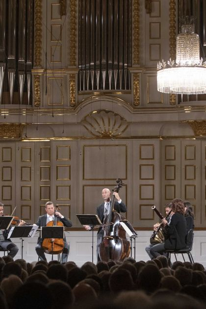 Chamber Concert Wiener Philharmoniker 2021: Volkhard Steude (Violin), Holger Tautscher-Groh (Violin), Elmar Landerer (Viola), Tilman Kühn (Viola Bruckner), Wolfgang Härtel (Violoncello), Michael Bladerer (Double Bass), Ronald Janezic (Horn), Sophie Dervaux (Bassoon), Andrea Götsch (Clarinet)